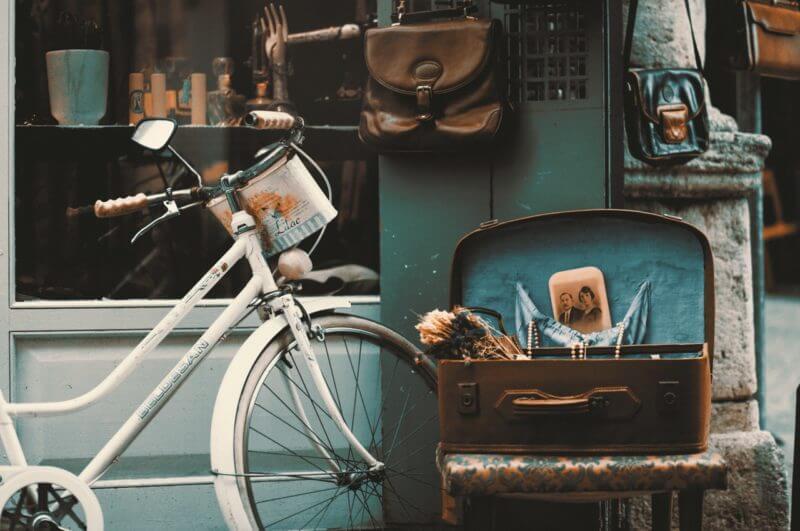 Vélo et valise vintage