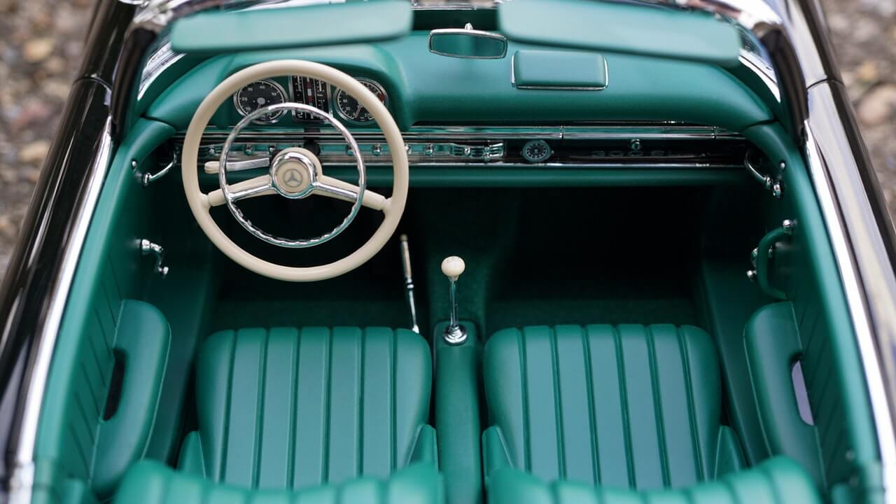 Nettoyer l'intérieur de votre voiture avec le savon noir ménager