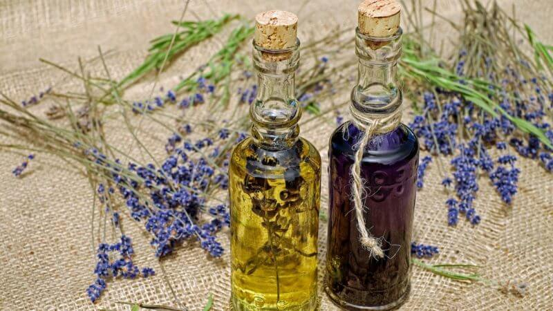 beauté au naturel avec les huiles essentielles : image a la une